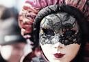 Kvinna i mask